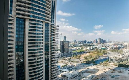 Dubai huge terrace Penthouse with pool