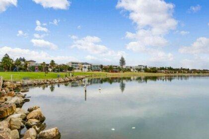 Lake Villa - Water Views and Pool