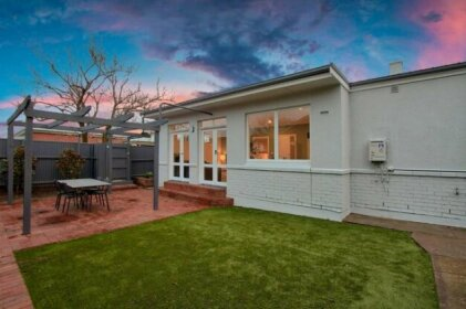 One Bedroom Cottage Close To Adelaide CBD