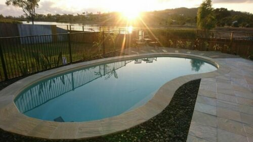Palm Lakeside Holiday Home - Bowen Whitsundays Queensland