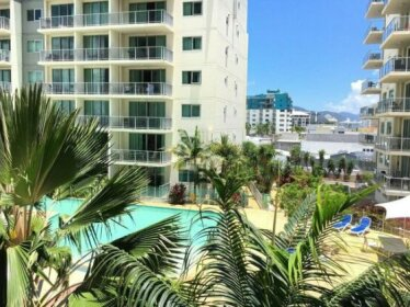 Cairns Esplanade 2 Bed 2 Bath Resort Hotel