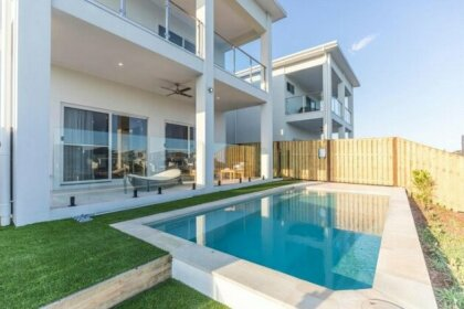 HomePlus -Fabulous Waterfront Dream Holiday House