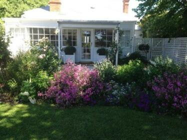 White Dove Cottage Bed and Breakfast