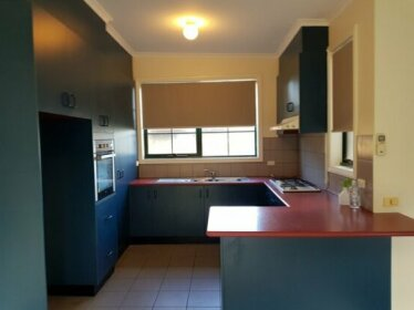Homestay - Modern Home With Updated Facilities