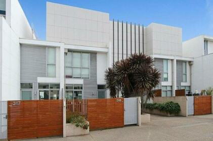 Lovely Docklands Townhouse