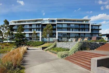 Marina View Apartment on the Maribyrnong River Melbourne