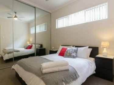 Luxury Apartment close to City Airport WiFi