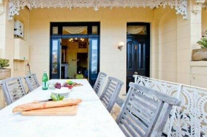 Breathtaking Views In Spacious Balmain House