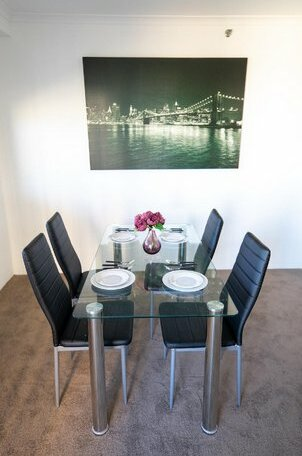 Castle Serviced Apartments- Photo5