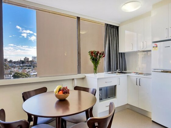 Cosmopolitan apartment at College St - Photo3