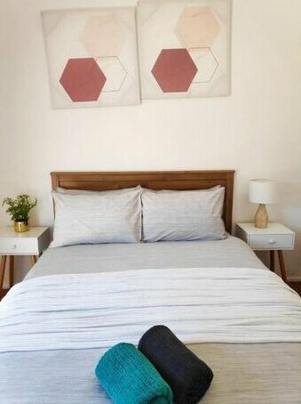Glenfield 4 Rooms - Stylish Master + 3 Stunning Queen Rooms