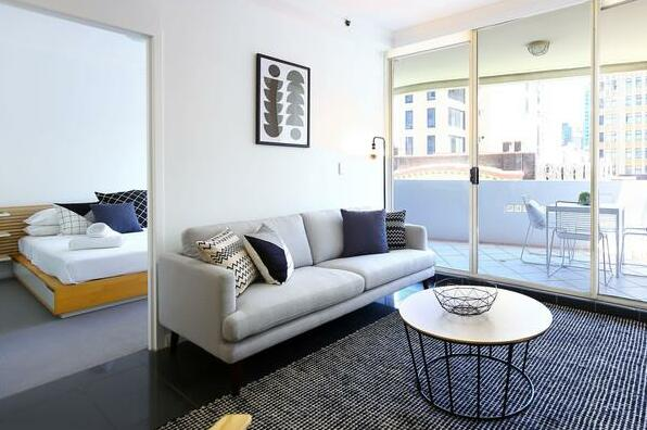 Modern Sydney City 2 Bed with Pool & Gym- Photo2