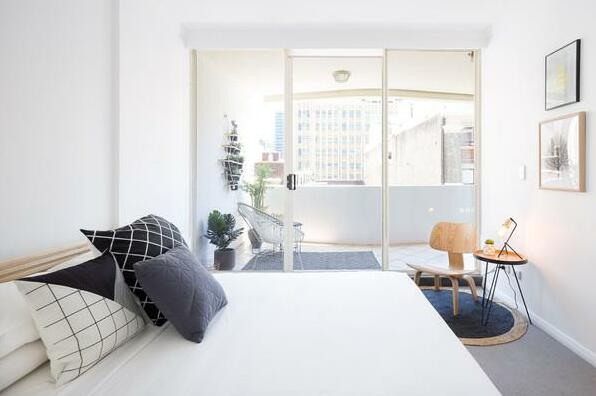 Modern Sydney City 2 Bed with Pool & Gym- Photo4