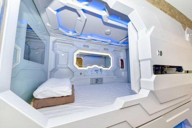 Space Q Capsule Hotel- Photo3