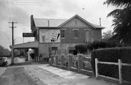 Palm and Pawn Tavern Motor Inn Bistro