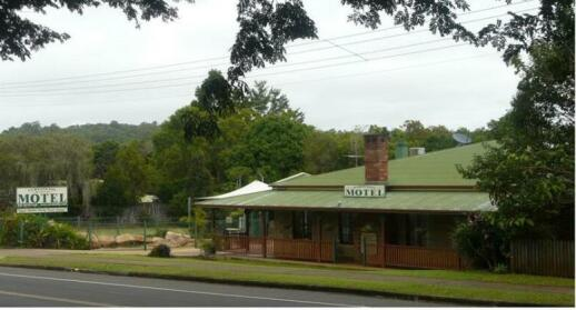 Curtain Fig Tree Motel