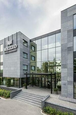 Mezzo Hotel & Business
