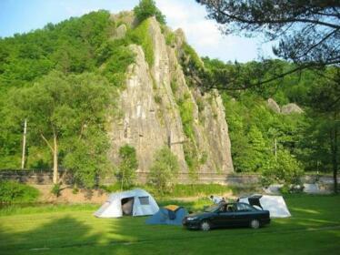 Camping Rocher De La Vierge