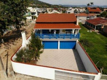 Casa de frente para o mar da Praia de Fora