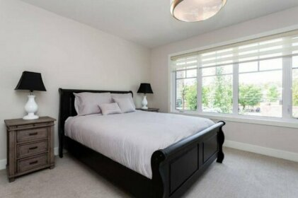 Luxury Downtown Condo Free Indoor Parking 4 Bed 4 5 Bath