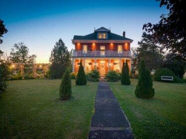Green Woods Inn