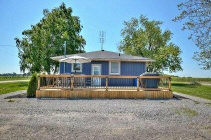 Niagara Vineyard Contemporary Cottage