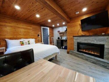 Capilano Lux Hot Tub Cottage