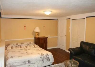 Comfy One Bedroom Suite in Oak Bay