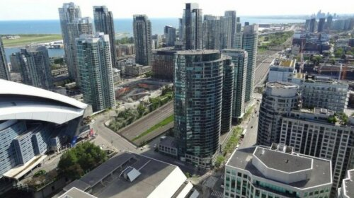 Bright Condo in the Heart of Toronto