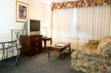 Glen Grove Suites