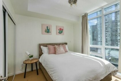 Mary-am Suites - Maple Leaf Square - Furnished Apartments