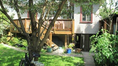 Homestay in Kensington-Cedar Cottage near Sunrise Park