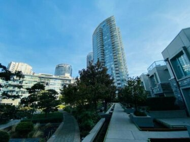 Tinseltown 2br/2ba With Indoor Pool Gym Library Steps to Waterfront and Stadiums
