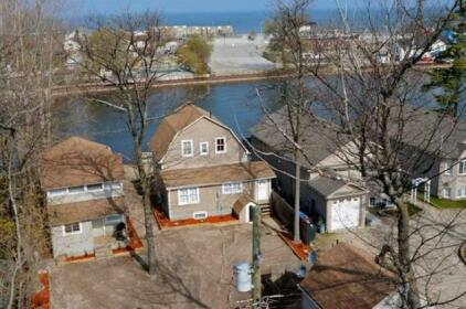 Riverview Cottages