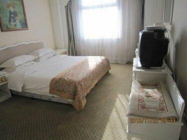 Huafeng Hot Spring Castle Hotel