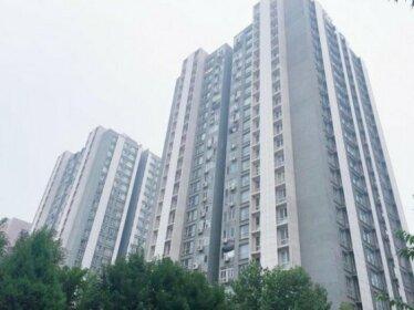 Three-Bedroom Apartment Next to Wangjing Metro Station