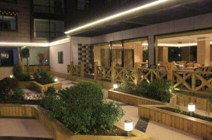Holiday Inn Express Daocheng Yading
