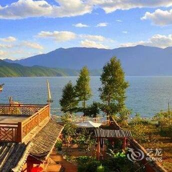 Lugu Lakeside Lanting Inn