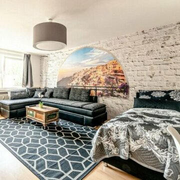 Deluxe Downtown Apartment