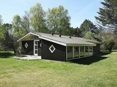 Two-Bedroom Holiday home in Albaek 10