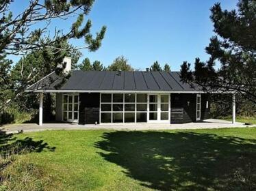 Two-Bedroom Holiday home in Albaek 3