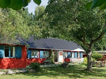 Three-Bedroom Holiday home in Ronne 5
