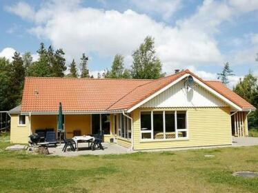 Three-Bedroom Holiday home in Hojslev 9