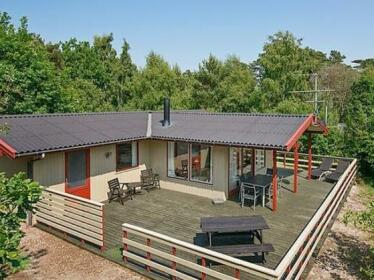 Three-Bedroom Holiday home in Aakirkeby 10