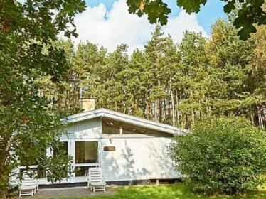Three-Bedroom Holiday home in Aakirkeby 5