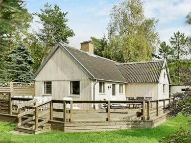 Two-Bedroom Holiday home in Aakirkeby 8