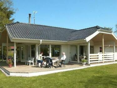 Three-Bedroom Holiday home in Borkop 5