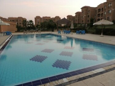 Sultan Luxurious Townhouse Near AUC & Point 90 Mall