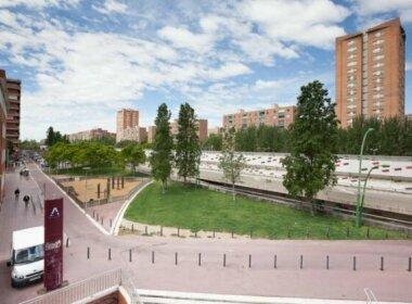 Bright apartment close to congress center & port