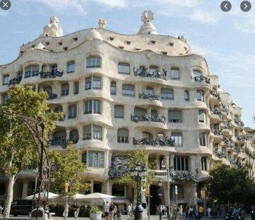 Calm Hideout In Barcelona's Heart